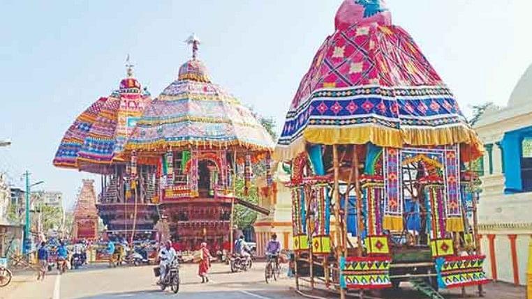 மிகவும் பிரசித்தி பெற்ற 'திருவாரூர் தியாகராஜர் ' கோவில் ஆழித்தேரோட்டம்!
