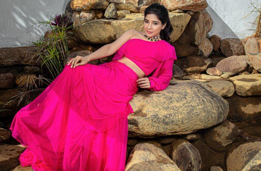 Actress  Sakshi  Agarwal Photoshoot!!!