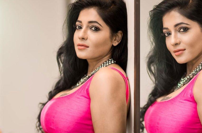 முன்னழகை மூடாமல்  காட்டும் பிக்பாஸ் ரேஷ்மா !!!