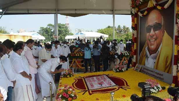 கலைஞர் நினைவிடத்தில் முதலமைச்சர் மு.க.ஸ்டாலின் மரியாதை
