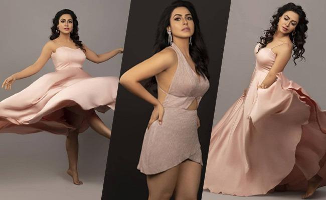 Telugu  #BiggBoss Lady's #Nandini Rai Shocking Skin Show…