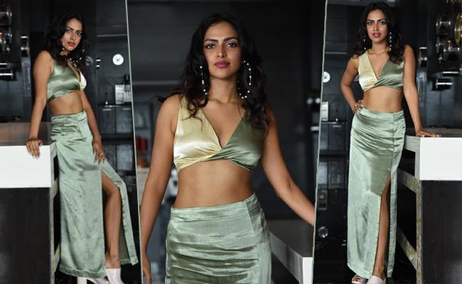 Amala's Thigh Show Through The Split 🔥🔥