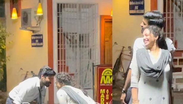 நித்யா மேனனுடன் ரொமான்ஸ் செய்யும் தனுஷ்… வைரலாகும் புகைப்படம்