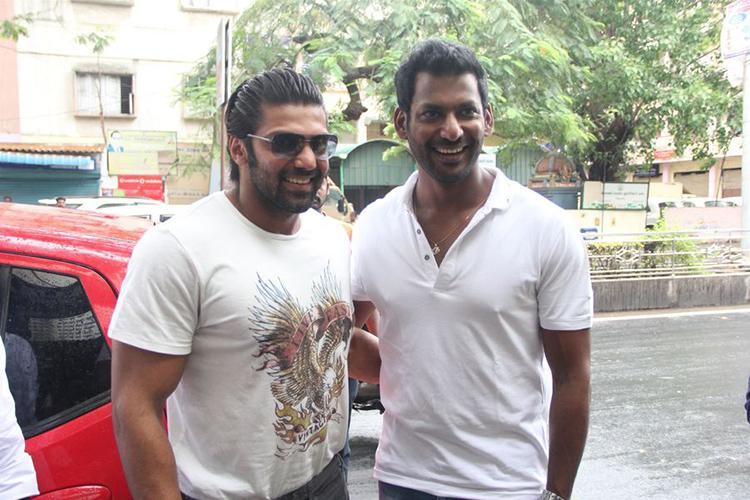 Vishal starts dubbing for 'Enemy'
