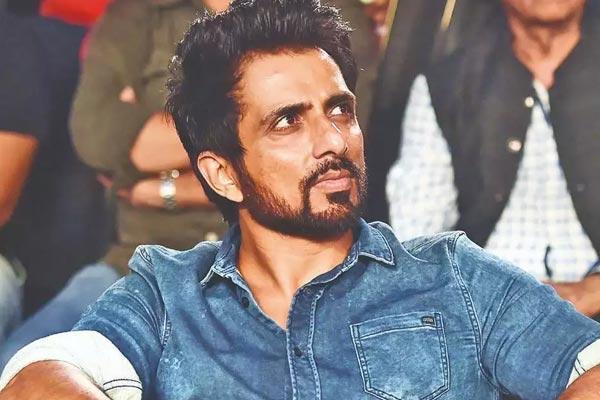 BREAKING: பாலிவுட் நடிகர் சோனு சூட் வீட்டில் ரெய்டு!
