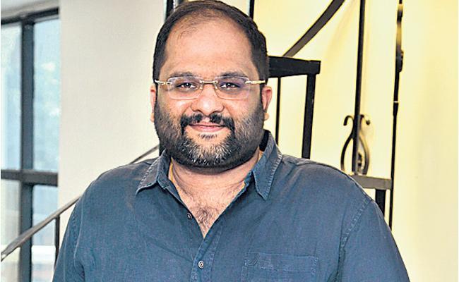 #Telugu Film Producer 'Mahesh Koneru' Died Of Cardiac Arrest!!