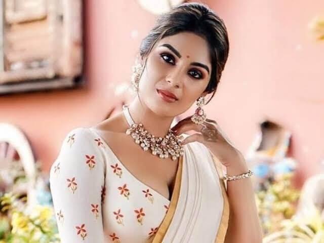 "#Mollywood actress 'Samyuktha Menon' is all set to make her Tollywood debut film ""Bheemla Nayak""!!"