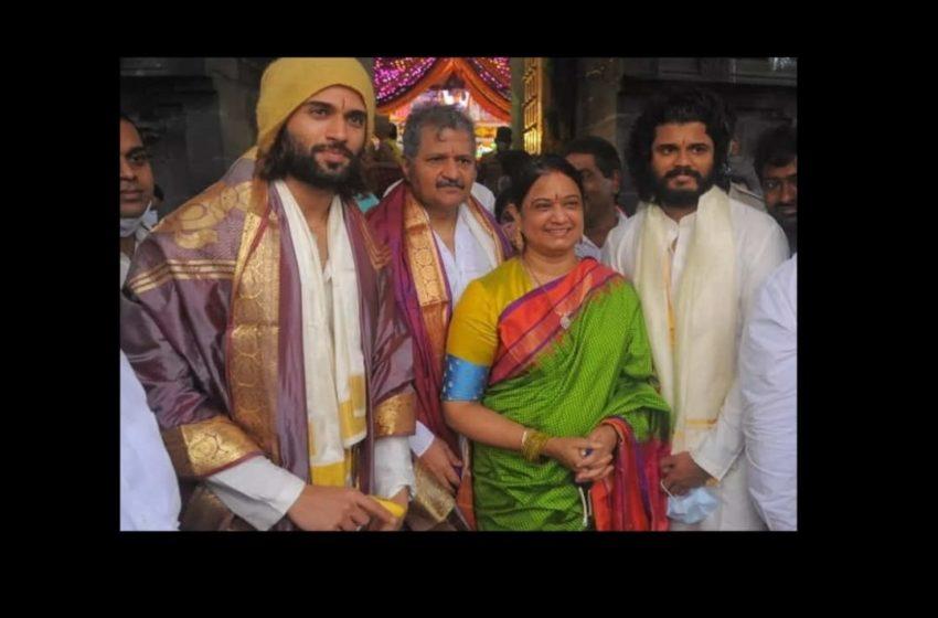 #Vijay Deverakonda, Anand and their parents went to Tirupati for darshanam!!